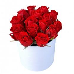 Róże w ozdobnym...